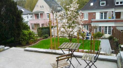 Gartengestaltung;-Terrasse-anlegen-und-Anpflanzungen-durchführen