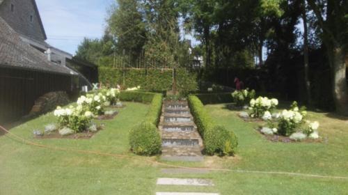 Gartengestaltung; Weg und Rondell anlegen, Beete und Gehölze anlegen und pflegen