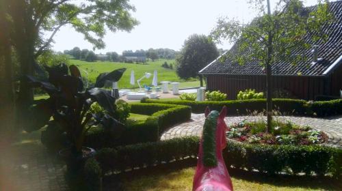 Gartengestaltung;-Wegeinfassung-mit-Buchsbaum